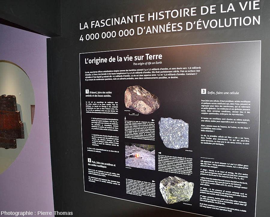 Panneau de l'entrée de l'exposition permanente consacrée à l'histoire de la vie