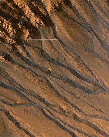 MRO / HIRISE : gullies sur le flanc d'un cratère martien