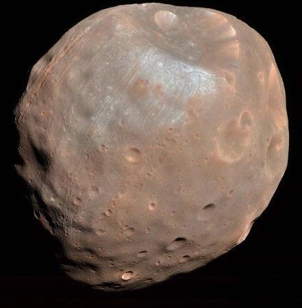 Vue générale de Phobos (28 x 20km), satellite de Mars