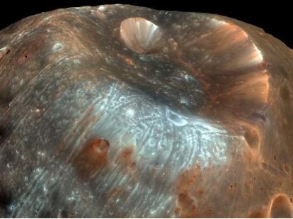 Gros plan sur le cratère Stickney , Phobos, satellite de Mars
