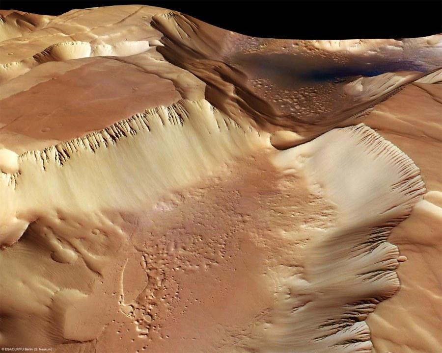 Une vallée dans Noctis Labyrinthus, Mars