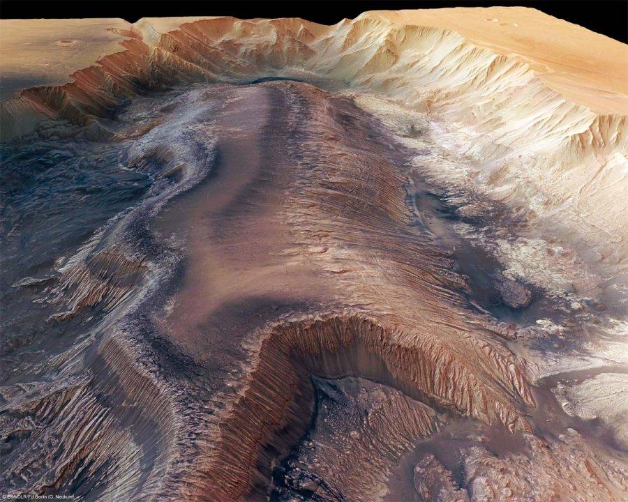 Hebes Chasma, rempli de matériel stratifié épargné par l'érosion, Mars