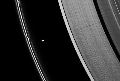 Ombre de Prométhée sur l'anneau A de Saturne