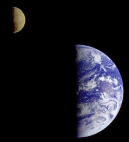 La Lune et la Terre photographiées par la sonde Galileo (alors en route pour Jupiter) le 16 décembre 1992
