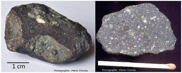 Deux fragments de la météorite d'Allende, un fragment brut avec sa croute de fusion, et un fragment coupé en deux