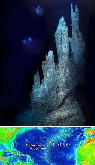 Fumeurs blancs (inactifs en 2005 quand des robots sous-marins ont pris cette photo) à Lost City, champ hydrothermal sur fond de péridotite près de la dorsale atlantique