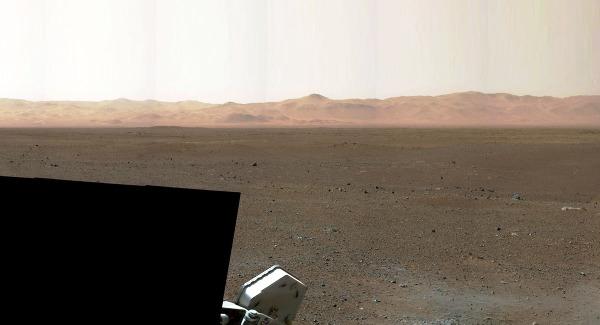 Site d'atterrissage avec la bordure Nord du cratère Gale à 20km au Nord de Curiosity (9 août 2012)