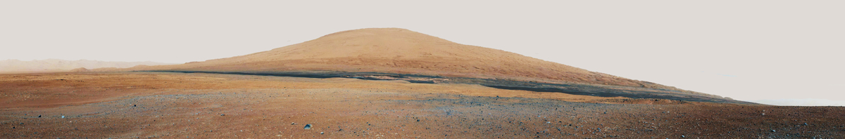 Le Mont Sharp vu depuis le site d'atterrissage de Curiosity (8 au 18 août 2012)