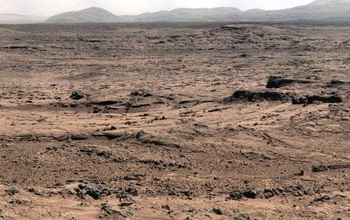 Depuis le site nommé Rocknest, vue prise en direction de l'Est (octobre-novembre 2012)