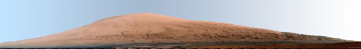 Deuxième mosaïque du Mont Sharp, réalisée 1 mois et demi après la première, avec une précision beaucoup plus grande (20 septembre 2012)
