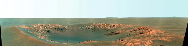 Le cratère Intrepid (20m de diamètre) dans la plaine entre les cratères Victoria et Endeavour (11 novembre 2010)