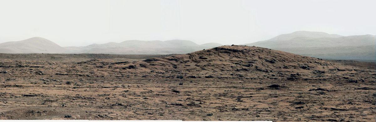 Vue depuis Yellowknife Bay, en direction du Nord-Est, centrée sur une colline dominant cette «baie» (28 décembre 2012)