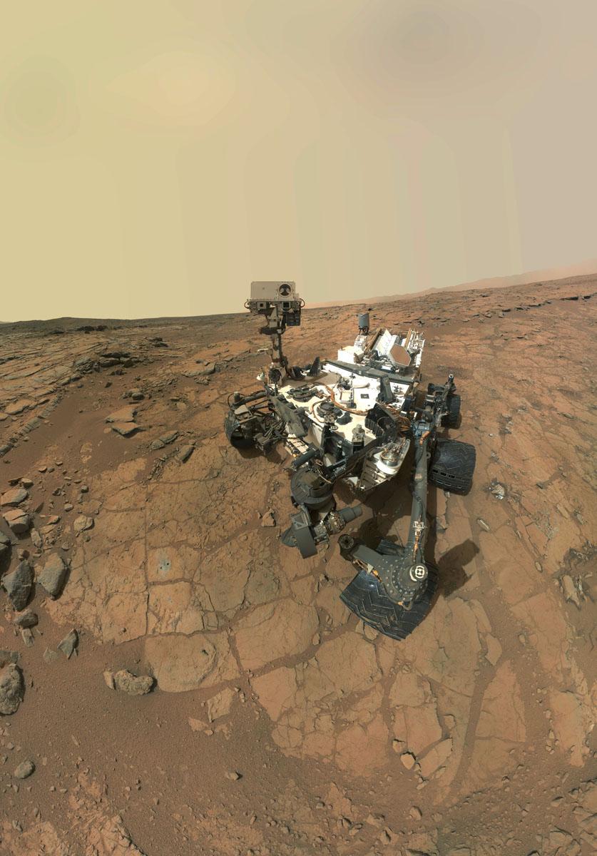 Autoportrait de Curiosity sur le site John Klein (3 février et 10 mai 2013)