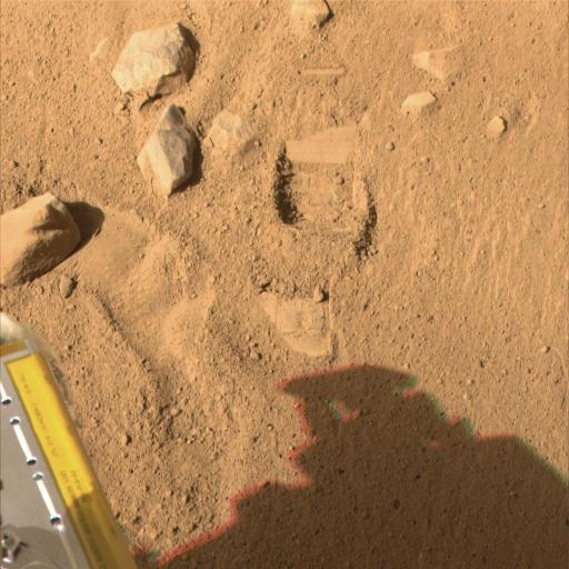 La première mini-tranchée creusée par Phoenix (Mars)