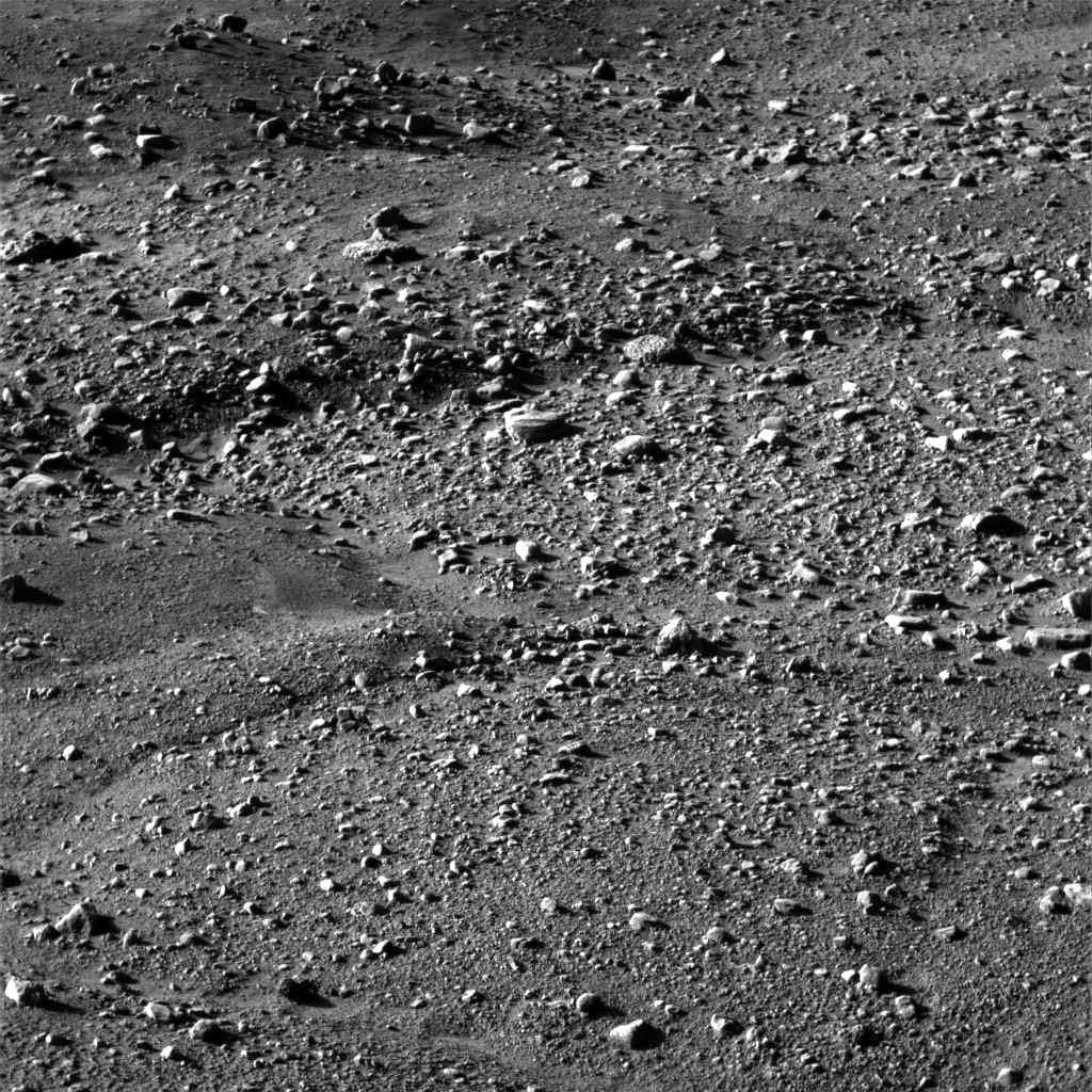 Mars: gros plan sur les polygones aux pieds de Phoenix