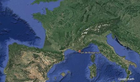 Localisation du fort de Brégançon sur le littoral varois (symbole rouge)