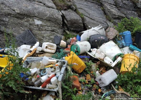 Accumulation de déchets de taille similaire, ile de Sotra, Norvège