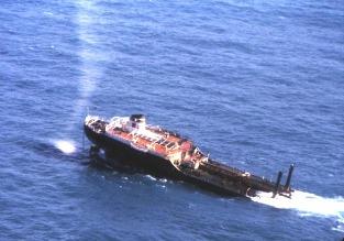 Partie arrière du Tanio en cours de remorquage (1980)