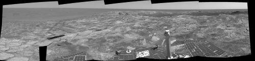 Mosaïque d'images montrant le haut de la couche extérieure du cratère Endurance (éjectas probables), sol 115