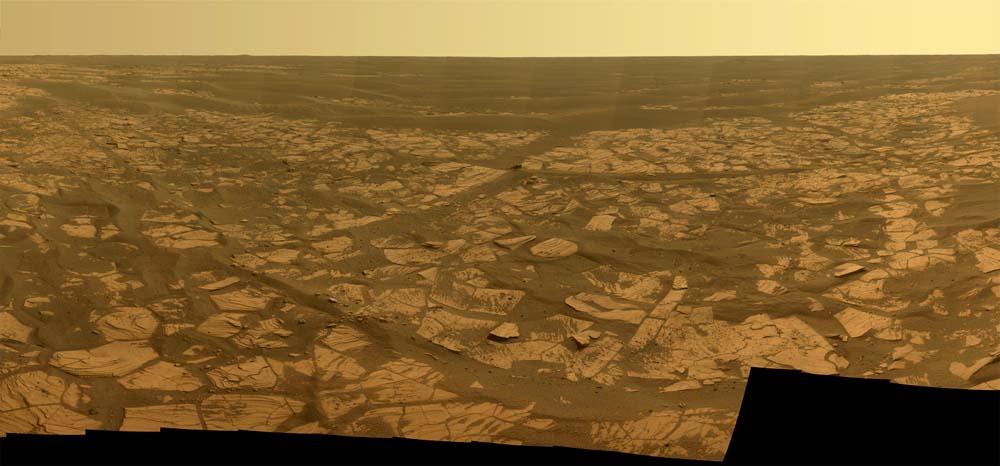 Mars: panorama sur 120° constitué d'une mosaïque de photos prises par Opportunity du 21 au 24 novembre 2008