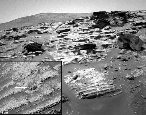 Sur cet affleurement martien, on voit des roches stratifiées