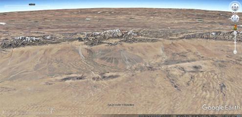 Image aérienne d'un cône alluvial juste au centre de l'image
