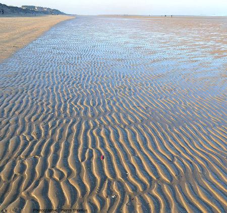 """""""Flaque d'eau"""" dégagée par la marée basse en Normandie"""