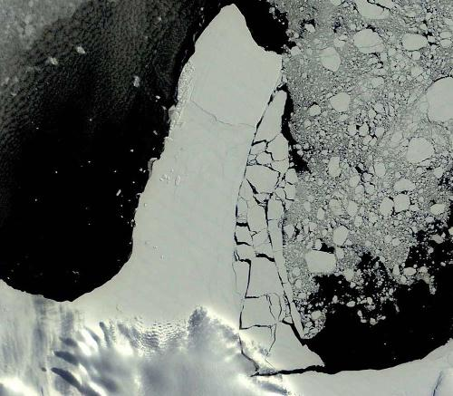 """Image haute résolution montrant la rupture partielle d'une """"péninsule"""" de la plateforme Ronne-Filchner"""