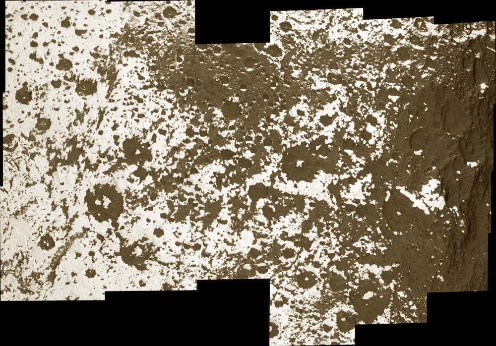 Transition entre les terrains clairs et sombres à la surface de Japet, satellite de Saturne