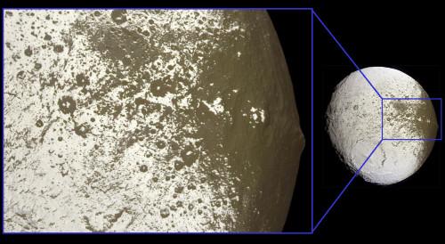 Gros plan sur la terminaison Ouest de la ride de la face avant de Japet, satellite de Saturne
