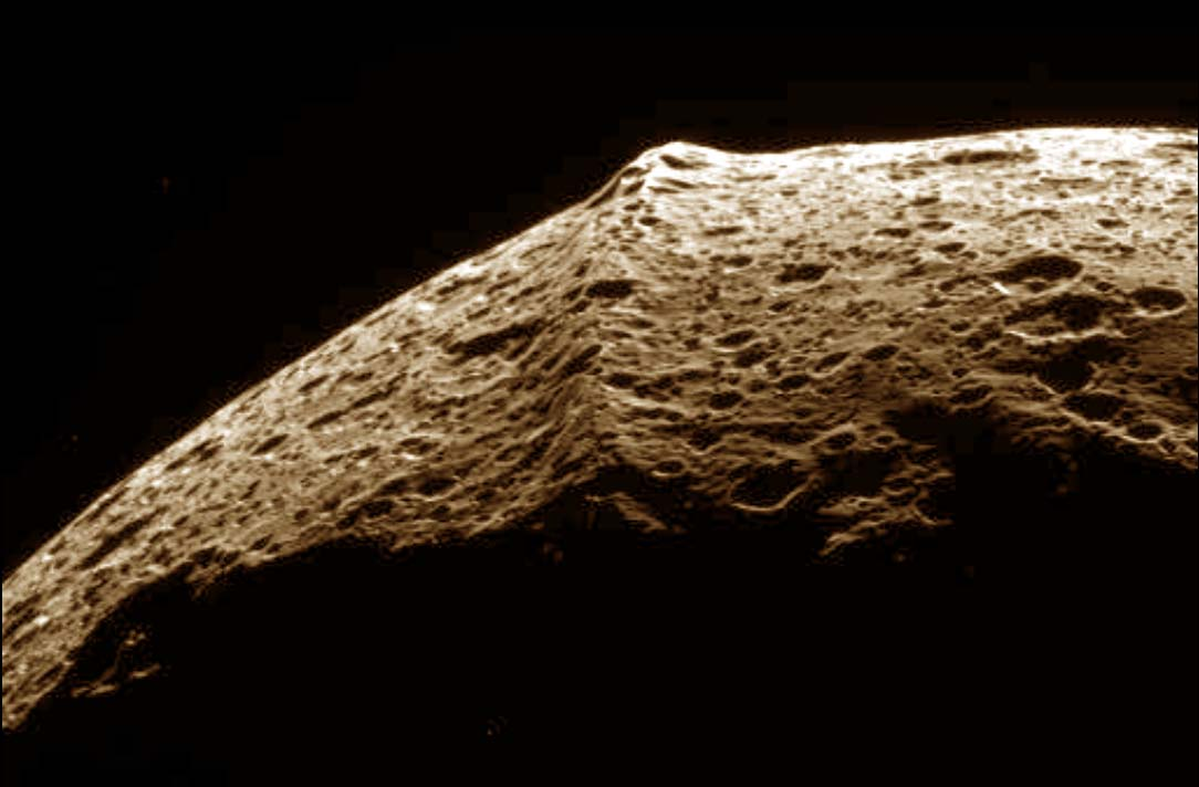 La ride de Japet, satellite de Saturne