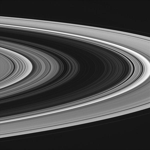 Les anneaux de Saturne pris de 631000km par la sonde Cassini