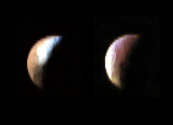 Image IR montrant l'abondance de matière organique (à droite) et de la glace d'H2O (à gauche) sur Japet