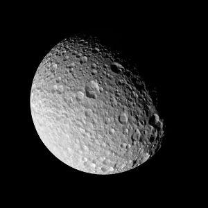 Mimas, satellite de Saturne, vu sous un autre angle