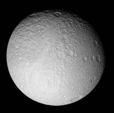 Mosaïque d'images haute résolution de Téthys, avec Ithaca Chasma en bas à gauche