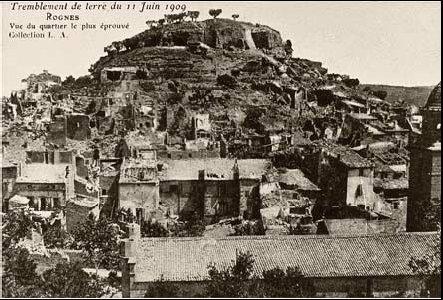 Carte postale d'époque montrant des dégâts à Rognes (juin 1909)