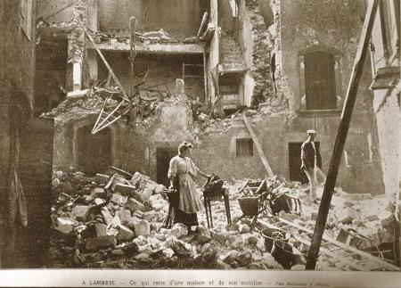 Carte postale d'époque montrant des dégâts à Lambesc (juin 1909)