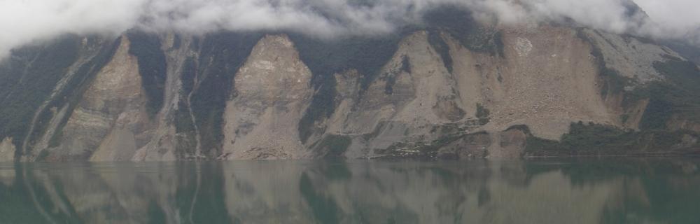 Traces de glissements de terrain co-sismiques au dessus du lac (artificiel) de barrage de Zipingpu