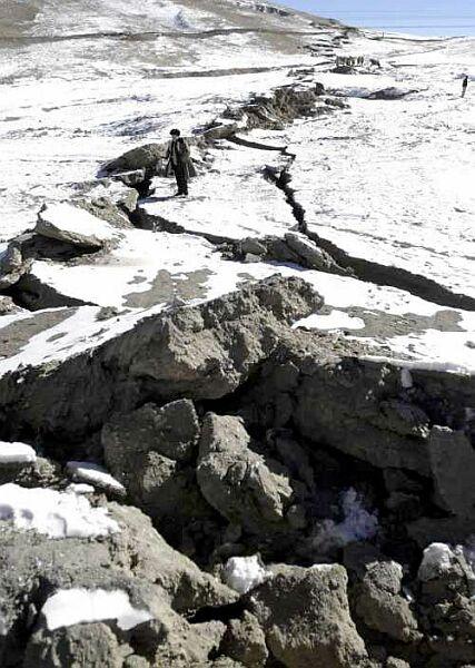 La rupture associée au séisme de Kokoxili du 14 novembre 2002, orobablement près de la passe de Kunlun (~94E)
