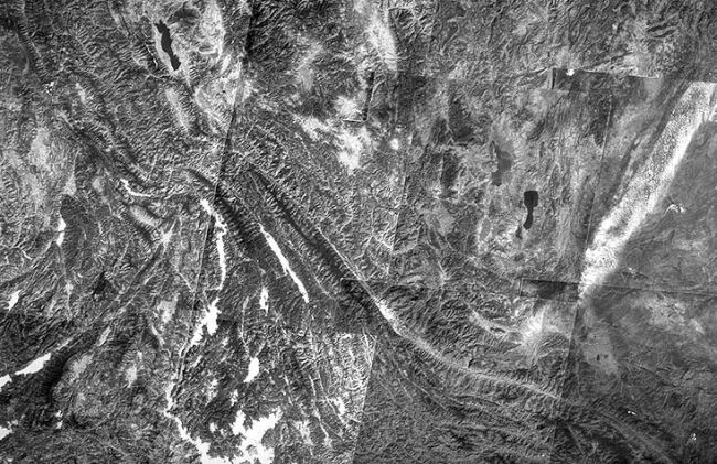 Image mosaïque Landsat de la zone de faille de la Rivière Rouge au Yunnan (Chine)