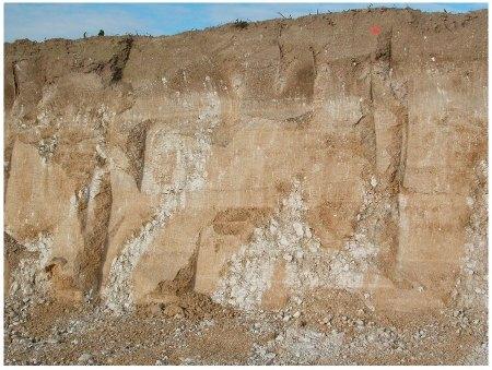 Coulée périglaciare de loess (colluvions) sur socle de craie gélifractée, Champfleury
