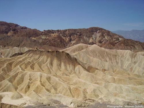 Badlands dans les dépôts volcano-lacustres de Zabriskie Point, Vallée de la Mort, Californie