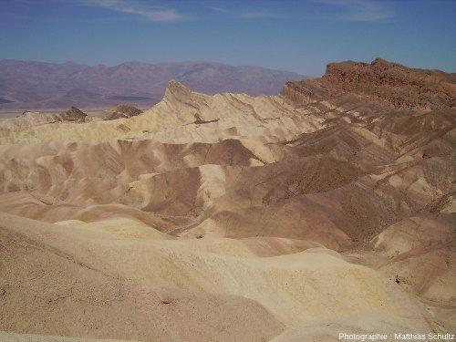 Badlands dans les dépôts volcano-lacustres de Zabriskie Point, Death Valley, Californie