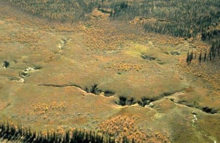 Perte de ruisseau dans le Grand Nord canadien