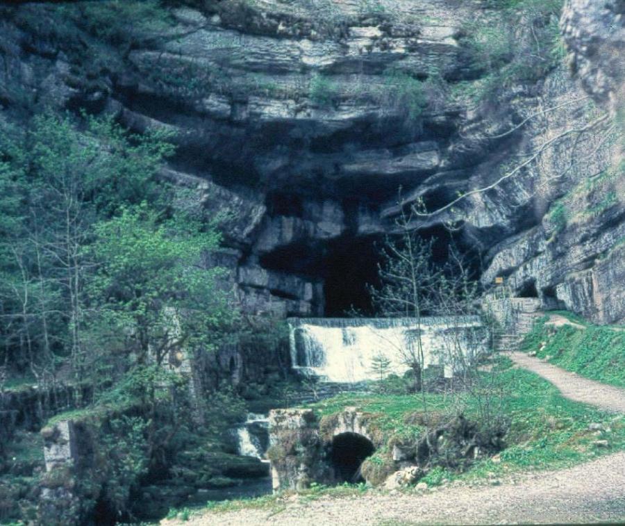 Source de la Loue (Doubs, Jura) en partie alimentée par les pertes du haut Doubs
