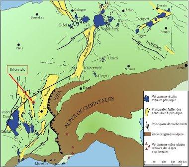 Carte simplifiée des structures tectoniques, des sédiments et du volcanisme associés à l'orogenèse alpine