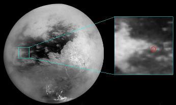 Image IR montrant la localisation du site d'atterrissage de Huygens (centre du cercle rouge)