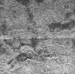 Collines, vallée d'érosion et embouchure sur Titan