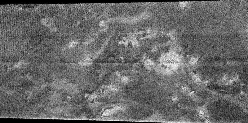 Imbrication de terrains réfléchissant plus ou moins le radar, à la surface de Titan