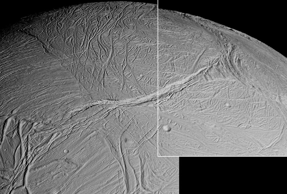 Mosaïque d'images prise entre 26.000 et 17.000 km d'Encelade